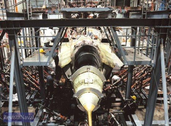 Pruebas de resistencia estructural sobre el demostrador tecnológico X-35 JSF (Foto: Lockheed Martin).