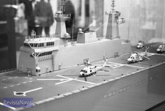 Detalle de la isla de un modelo similar al futuro Buque de proyección estratégica (Foto: Xoán Porto/RevistaNaval.com)