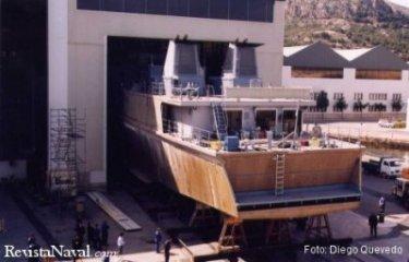 Martes, 1 de abril, el buque salió de los talleres de Izar Cartagena a las 16.00 horas. Estos buques integran las mejoras obtenidas de la operación de las unidades de la primera serie, como por ejemplo la popa modificada (Foto: Diego Quevedo Carmona).