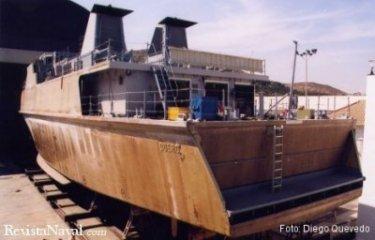 Ya es posible aventurar el nombre de la nueva unidad sobre el casco de fibra, desprovisto aún del gris naval. El acto de puesta a flote del Duero tendrá lugar el próximo 28 de abril (Foto: Diego Quevedo Carmona).
