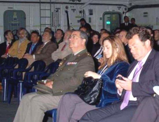 Los asistentes a la jornada a bordo del «Castilla»(Foto: ORP Flota)