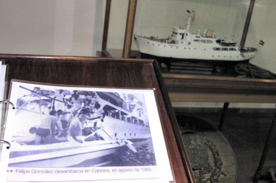 Las nuevas salas contienen curiosidades como una colección de recortes de prensa informando de la visita de ilustres usuarios al yate «Azor» (Foto: Revista Naval)