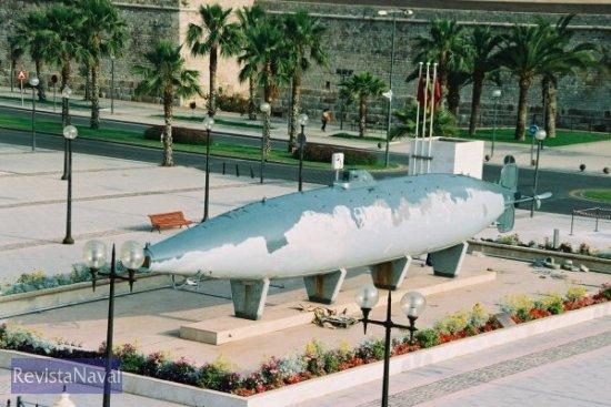 El buque que concibió Isaac Peral a finales del siglo XIX se encuentra expuesto de forma permanente en el paseo marítimo de Cartagena (Foto: Diego Quevedo Carmona)