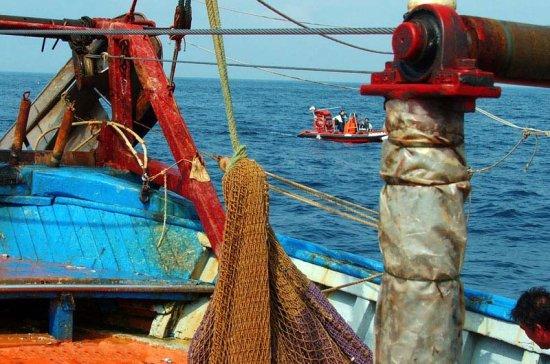 Patrullero P-64 «Tarifa» durante la campaña de Vigilancia e Inspección Pesquera, Regiones Surmediterráneas y Suratlántica, en octubre de 2006 (Foto: vía J. Peñuelas)