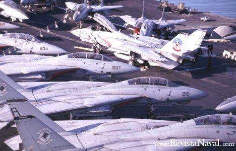 Aeronaves en la cubierta del USS Jonh Fitzgerald Kennedy