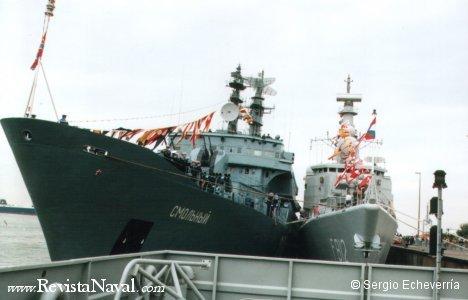 El buque escuela ruso estaba abarloado a la fragata holandesa