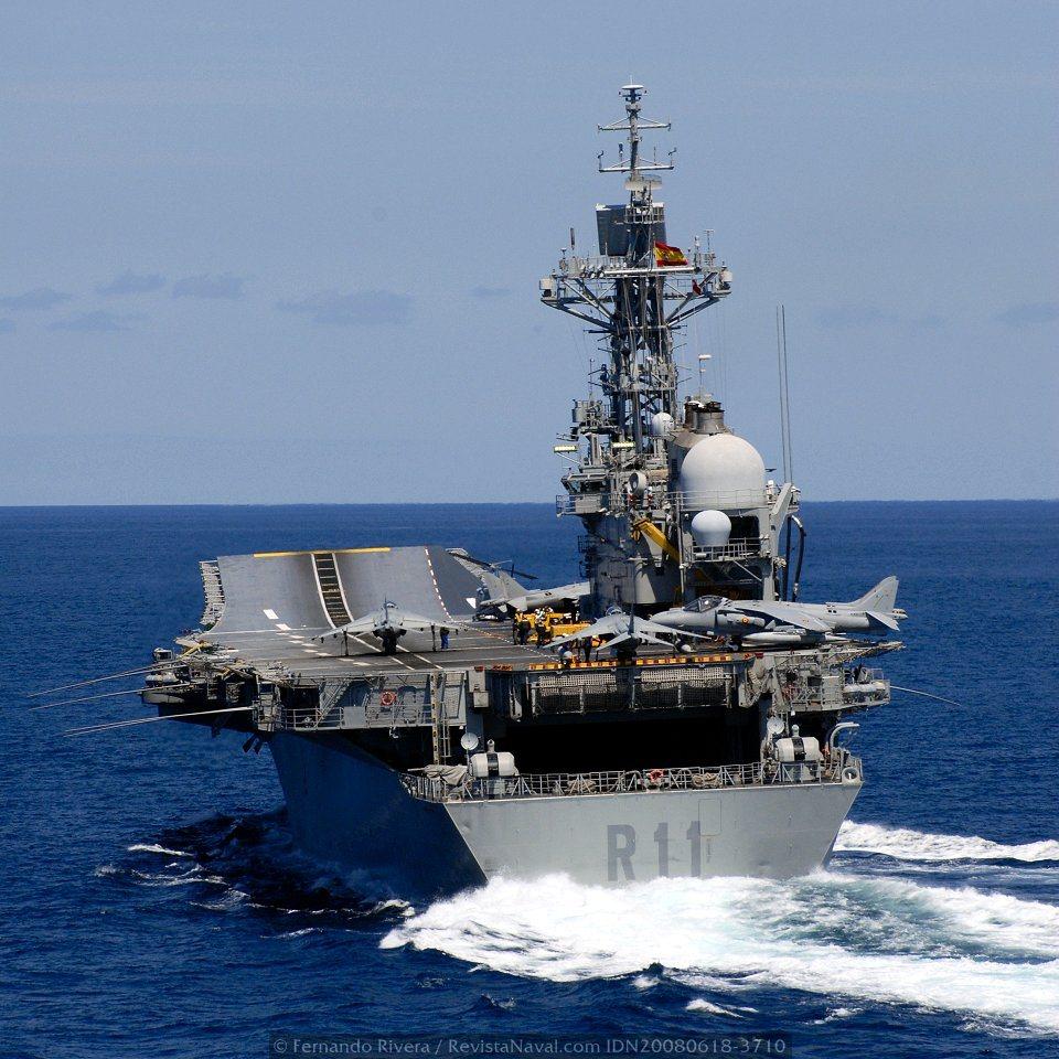 El portaviones «Príncipe de Asturias» se despide del servicio activo
