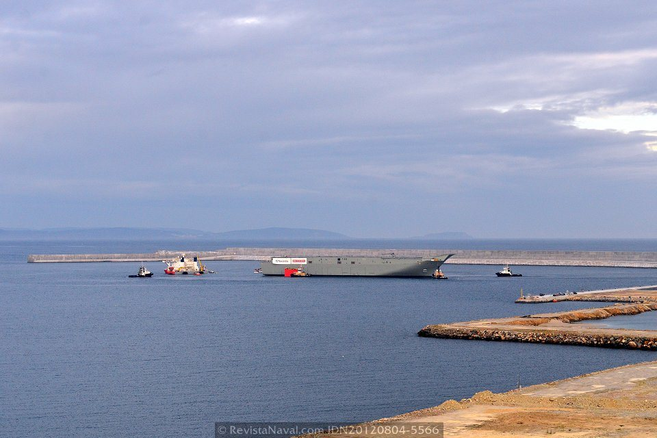Operación de embarque del LHD «Canberra»