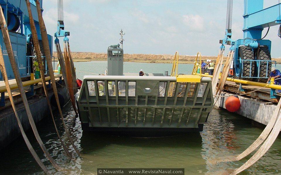 Navantia pone a flote la primera lancha de desembarco LLC para la Armada australiana