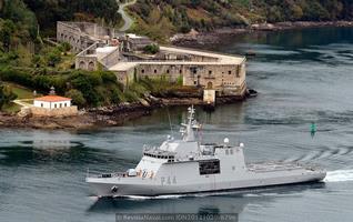 BAM «Tornado» frente a la fortaleza de A Palma, en la ría de Ferrol (Foto: Revista Naval)