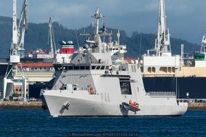 BAM P-44 «Tornado». Maniobra con la embarcación semirrígida auxiliar (Foto: Revista Naval)