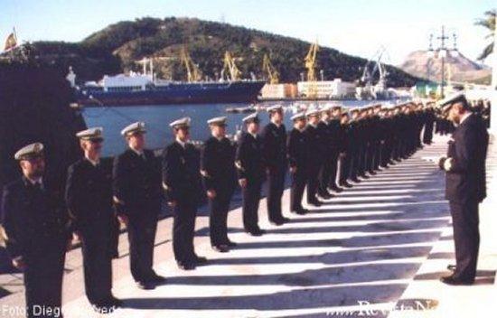 Día 23 de enero, el comandante se dirige a la dotación formada en el muelle de Alfonso XII. En la alocución les transmite la felicitación del AJEMA por mantener al buque en perfecto estado de operatividad hasta el último día de su vida activa