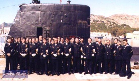 23 de abril. La última dotación del submarino de la Armada española S-64 Narval posa para el fotógrafo en el muelle Juan de Borbón del Arsenal de Cartagena.