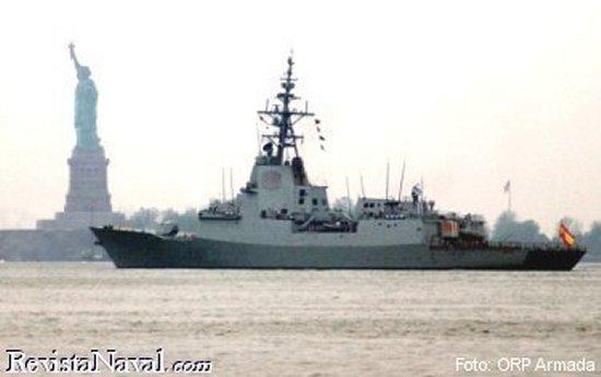 La fragata F 101 Álvaro de Bazán en la bahía de Nueva York (Foto: ORP Armada).