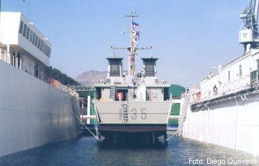 Vista de popa del cazaminas Duero durante el acto de puesta a flote (foto: Diego Quevedo Carmona).
