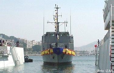 Vista de proa, el buque maniobra ya hacia su atraque donde terminará el proceso de armamento a flote (foto: IZAR).