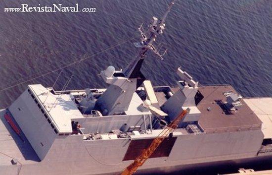 Las superestructuras de la fragata Lafayette tratan de escamotear todos los elementos susceptibles de aumentar la firma del buque ante los sensores enemigos.