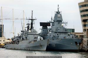 Fragatas F574 Aliseo y F220 Hamburg, es notoria la diferencia de tonelaje y también de edad, entre ambos buques (Foto: Javier Sánchez García/Revista Naval)