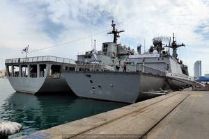Vista de popa de los buques abarloados (Foto: Javier Sánchez García/Revista Naval)
