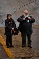 Camil y su esposa Aura, a pie de grada en el astillero de Ferrol durante la botadura del LHD Juan Carlos I (Foto: Xoán Porto)