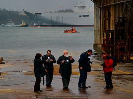 Camil estuvo presente en los principales acontecimiendos navales de las últimas décadas. En la imagen, caminando por la grada número 3 del astillero de Navantia Ferrol, tras la botadura del LHD Juan Carlos I, el 10 de marzo de 2008 (Foto: Xoán Porto)