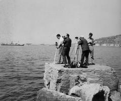 Camil, segundo por la izquierda, junto a Antoni Blasi, Galilea y Josep Piqué, fotógrafos navales barceloneses, en una foto datada alrededor de 1970 (Foto: Colección Museo Marítim de Barcelona)