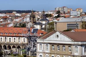El palo de señales del «Príncipe de Asturias» ya está integrado en la fisonomía urbana de Ferrol (Foto: Revista Naval)
