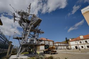El nuevo ornamento preside la plaza que concentra el complejo museístico de la Armada en Ferrol