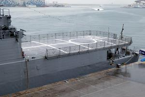 El buque dispone de cubierta de vuelo y hangar para un helicóptero ligero-medio (Foto: Javier Sánchez García)