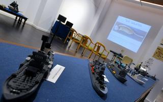 Modelos de buques de la Armada española hechos con piezas de Tente